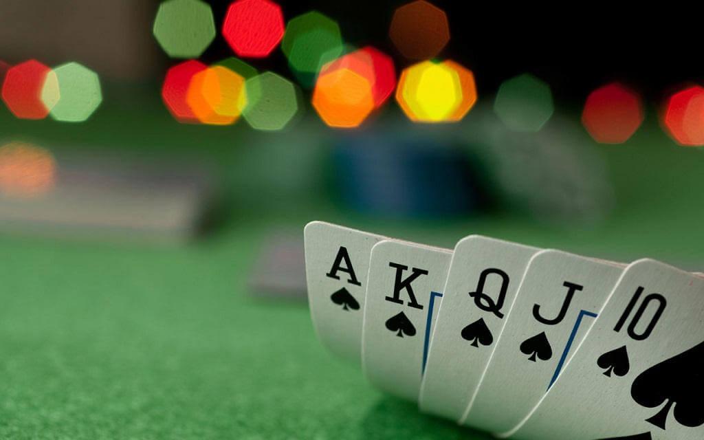 ¿Cómo jugar póker