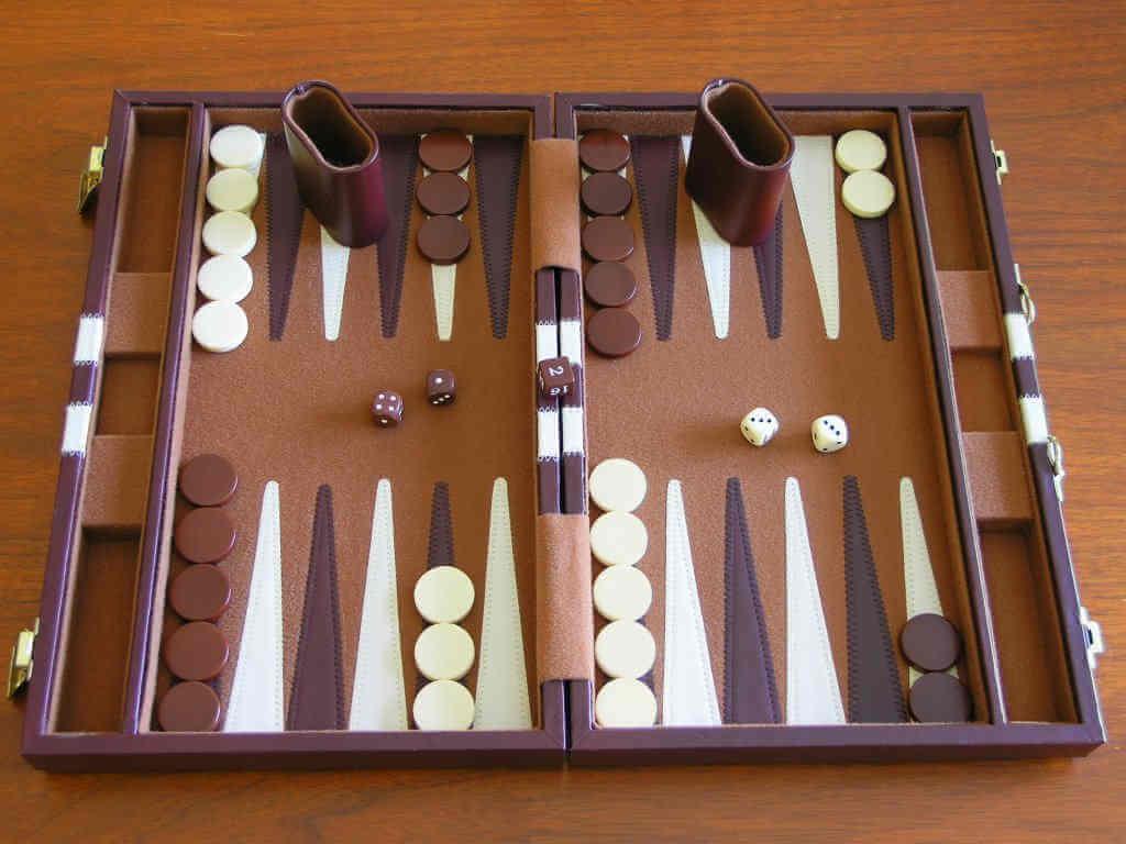 ¿Cómo jugar backgammon?